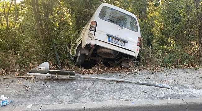 Maslak'ta feci kaza: Minibüs şarampole uçtu