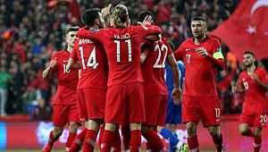 Milli takımın Macaristan ve Sırbistan karşısında giyeceği yeni formaları tanıtıldı