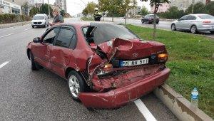 Minibüs otomobile çarpıp kaçtı