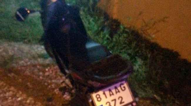 Motosiklet park halindeki otomobile çarptı: 1 ölü