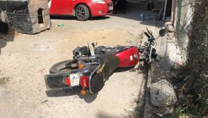 Otomobil motosiklete çarptı: 2 yaralı - Bursa Haberleri