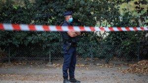 Paris'te bomba ihbarı üzerinde Eyfel Kulesi'nin çevresi boşaltıldı