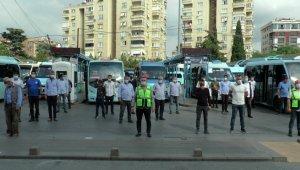 Pendikli minibüsçülerden sağlık çalışanları için saygı duruşu