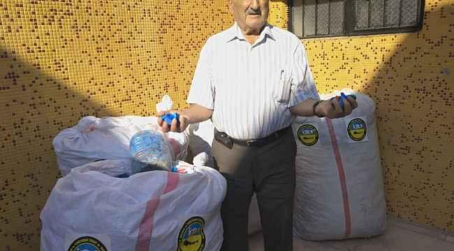 Plastik şişe kapakları ile 21 yıldır yardım dağıtıyor