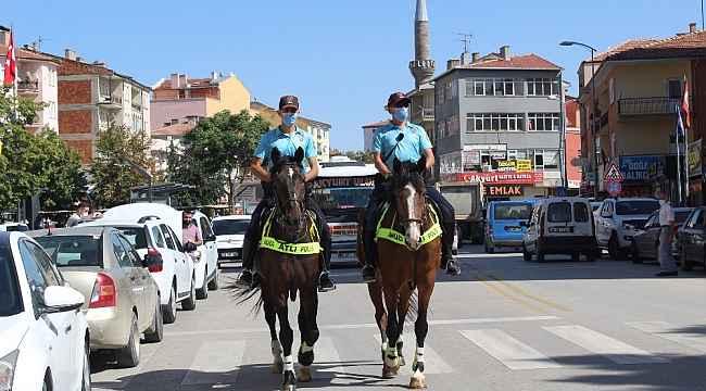 Polis atlı birliklerinden korona virüs denetimi