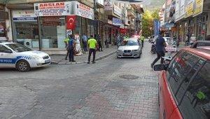 Polisin üstüne otomobilini sürüp kaçan şahıs kovalamaca ile yakalandı