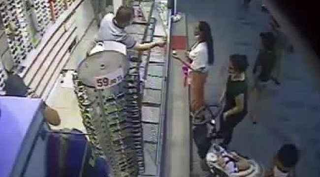 """""""Sevgili görünümlü"""" hırsızların çanta hırsızlığı kamerada"""