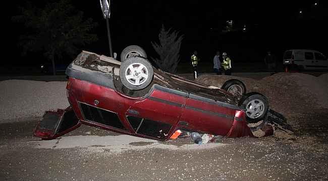 Refüje çarpan otomobil takla attı, sürücü yaralı kurtuldu