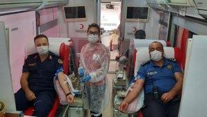 Serik'te polis ve jandarmadan kan bağışı