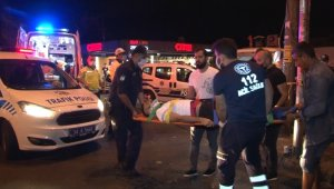 Şişli'de çalıntı motosikletle polisten kaçan şüpheliler taksiye çarptı:2 yaralı