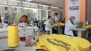 Toroslar'da belediye personeli üniformaları TORTEK'te üretiliyor