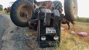 Traktörün altında kalan baba oğul ağır yaralandı