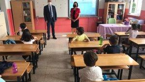 Vali Seymenoğlu, minik öğrencilerden tedbirlere uymalarını istedi