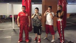 Wushu antrenörlerinin siyah kuşak sevinci