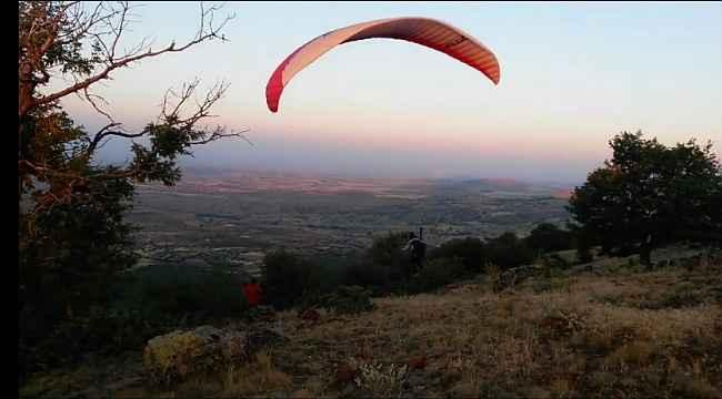 Yamaç paraşütünün yeni gözde mekanı Karaçam köyü