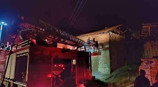 Yangında bir ev kullanılamaz hale geldi