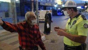 Yaşlı adamla polisin ilginç 'maske' diyaloğu - Bursa Haberleri