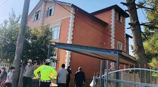 2 katlı evde çıkan yangında dumandan etkilenen 2 kardeş hayatını kaybetti