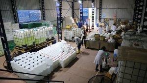 Açılan okulların dezenfektan ihtiyacını karşılamak için bu okul fabrika gibi çalışıyor