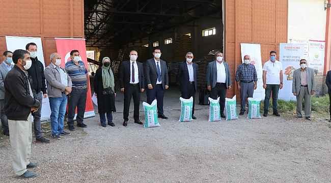 Aksaray'da meraları kurtarmak için yüzde 75 hibeli yem bitkisi dağıtıldı