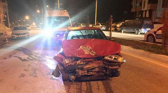Alkollü sürücü park halindeki otomobile çarptı: 1 yaralı