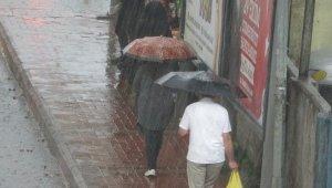 Aniden bastıran sağanak yağış etkili oldu