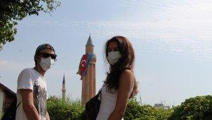 Antalya'da tarihi Saat Kulesi ve Yivli Minare'ye Türk ve Azerbaycan bayrakları asıldı