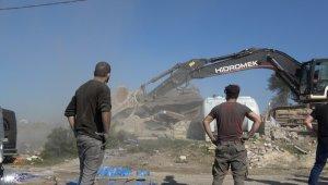 Arnavutköy'de kaçak yıkımı devam ediyor