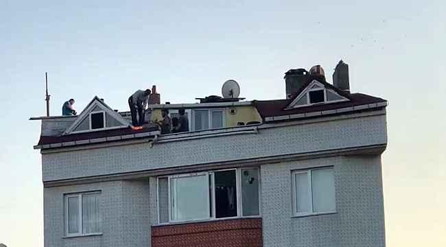 Arnavutköy'de tehlikeli çatı tamiri