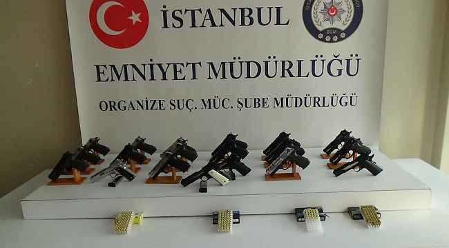 Başakşehir'de durdurulan otomobilden silahlar çıktı