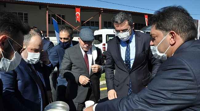 Başkan Oral'dan, Bakan Varank'a süt ikramı