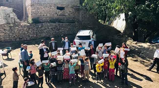Başkan Sabırlı'dan çocukları ayakkabı