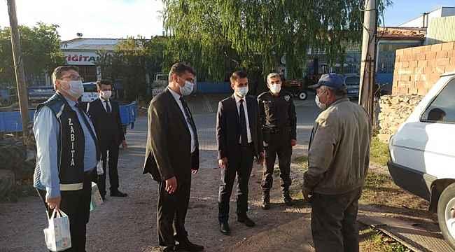 Belediye esnaflara maske ve dezenfektan dağıttı