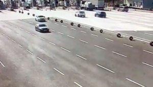 Bursa-İzmir otoyolu Kuzey gişelerine saplanan cipte 3'ü ağır 4 kişi yaralandı - Bursa Haberleri