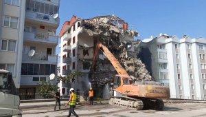 Bursa'da çöken 9 katlı binanın yıkım çalışmalarının yapıldığı görüntüler ortaya çıktı