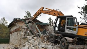 Bursa'da kaçak lüks villa yıkıldı