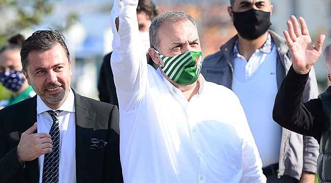 Bursaspor Başkanı Erkan Kamat takımı uğurladı
