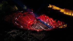 Büyük Cumhuriyet Konseri eşliğinde Galata Kulesi'nde mapping gösterisi
