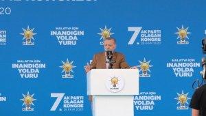 """Cumhurbaşkanı Erdoğan, kendisini hedef alan ırkçı paylaşımla ilgili Geerth Wilders'a tepki göstererek, """"Haddini bileceksin. Faşizm bizim kitabımızda yok, faşizm sizin kitabınızda var"""" dedi."""