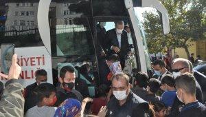 Cumhurbaşkanı Erdoğan Şırnak'ta çocuklara hediye dağıttı