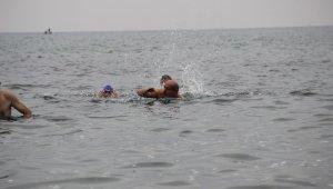 Cumhuriyet Bayramı'nı yüzerek kutladılar