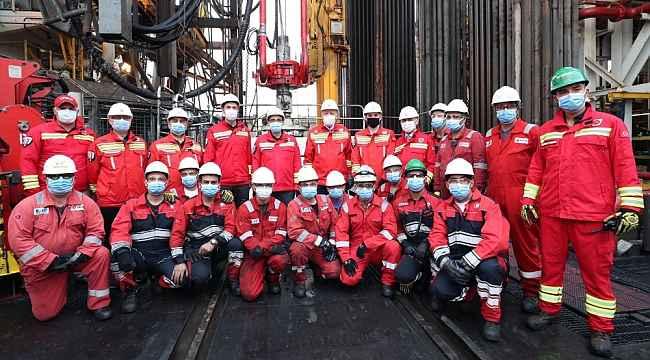 Enerji ve Tabii Kaynaklar Bakanı Dönmez'den Fatih Sondaj Gemisi'nde çalışanlara teşekkür mesajı