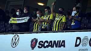 Fenerbahçe taraftarından rakibi kızdıracak tezahürat: