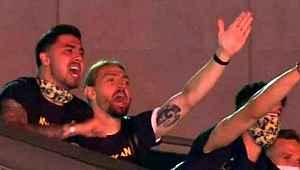 Fenerbahçeli futbolcular, şampiyonluk şarkıları söyledi