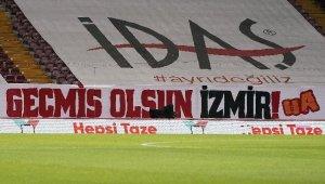 Galatasaray - MKE Ankaragücü maçında İzmir depremi unutulmadı!