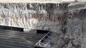 Hükumet konağı inşaatında toprak kaydı: 1 yaralı