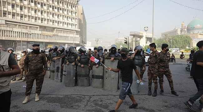 Irak'ta protestocular bir yılın ardından yeniden sokaklarda