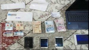 İzmir'de FETÖ'nün hücre evlerine baskın: 23 gözaltı