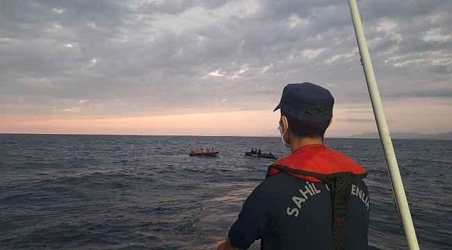 İzmir'de Yunan unsurları tarafından geri itilen 78 düzensiz göçmen kurtarıldı