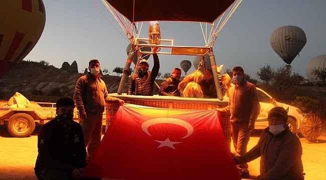 Kapadokya'da gökyüzünde 29 Ekim Cumhuriyet Bayramı coşkusu yaşandı
